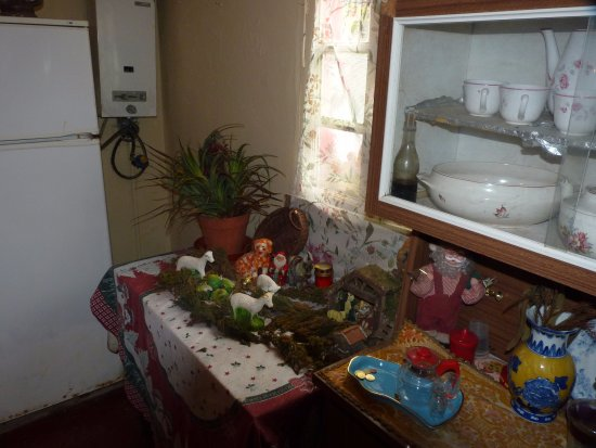 Madeira Happy Tours - Day Excursions: Inside the house 3