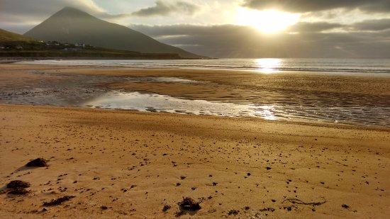Achill Island, Ιρλανδία: Beach beside camping.