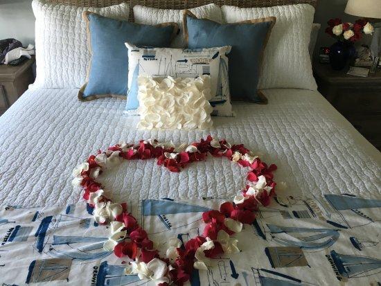Rock Hall, MD: Captain's Quarters Bedroom