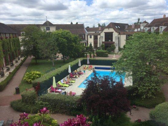 Gressy, فرنسا: Superbe week-end accueil chaleureux petit déjeuner très copieux et excellent avec de très bons p