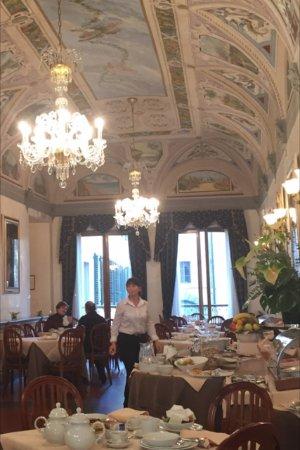 Hotel Degli Orafi: Breakfast room . A pleasure to eat in ....