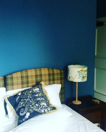 Bishops Castle, UK: This is the blue bedroom which we rented, one of the most comfortable beds I have ever slept in