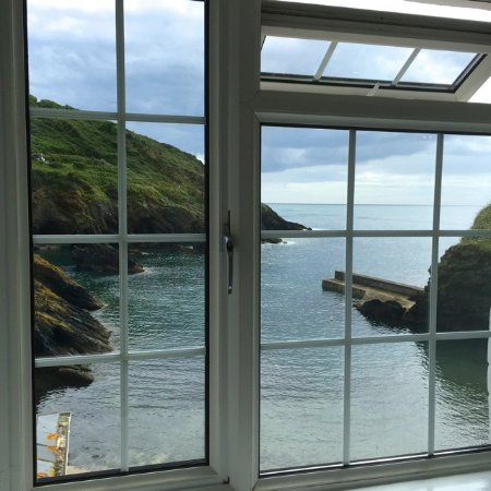 Portloe, UK: The view from our bathroom