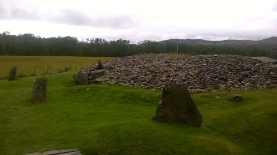 Balnain, UK: Amazing cairn just down the road