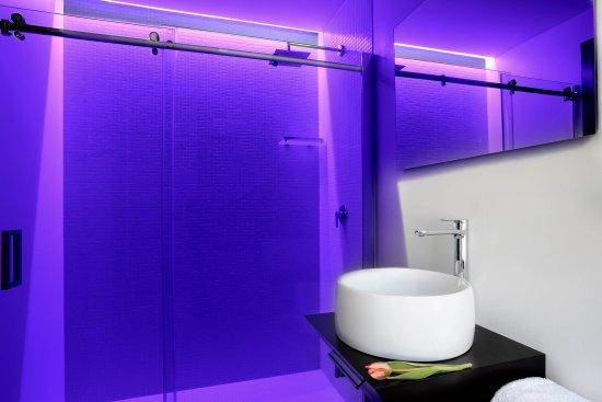 House in an urban jungle by dreimeta bathroom bagno