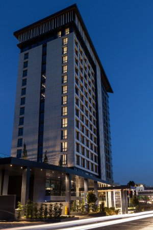 Wish More Hotel Istanbul: Exterior Night View