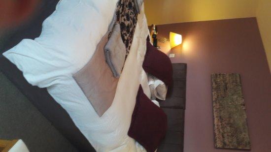 Thrumpton, UK: Byron suite with super king bed