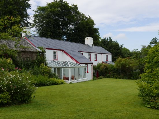 Narberth, UK: House and garden, with conservatory for breakfast