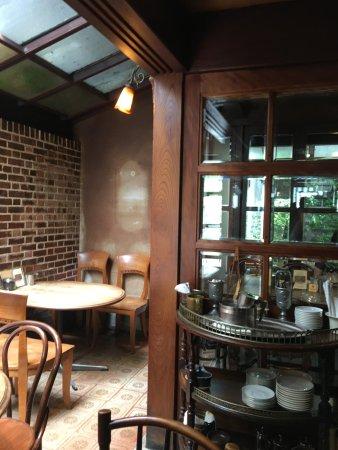 Kurashiki Coffeekan: 木とレンガの雰囲気 中庭あり
