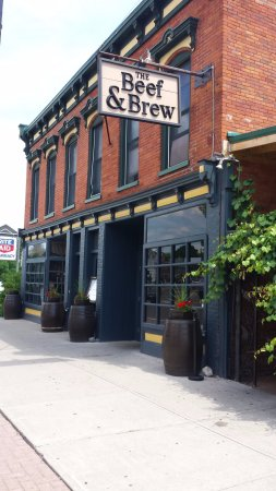 Beef & Brew: Very limited parking, first come first serve street parking