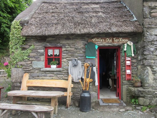 Greystones, Ireland: Molly Gallivan's Farm: An Enchanting Experience in Kenmare