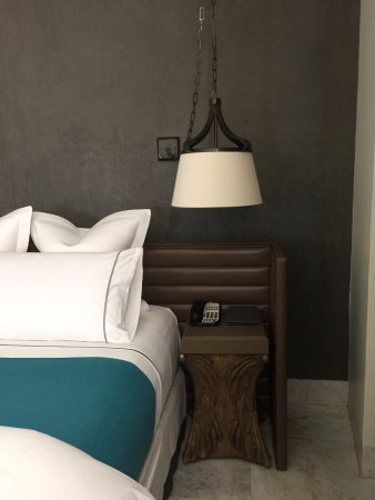 Hotel Matilda: Cool night stands and lamp
