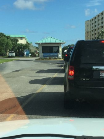 Gulf Shores Plantation: Security guard is extremely friendly and helpful. But getting in/out of the plantation  (20min+)
