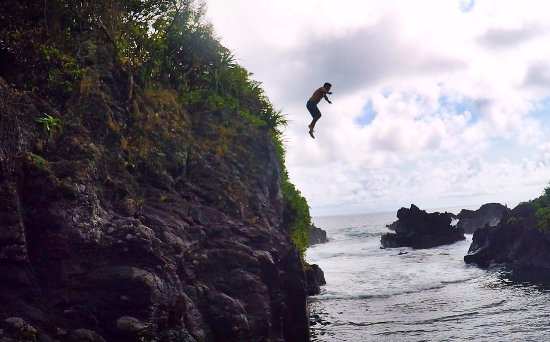 Makawao, Hawaï : Cliff jumping at the Venus Pools