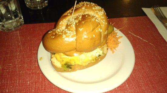 Restaurant Les Belles Soeurs : Cheeseburger solo (not the best pic)