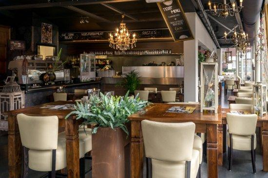 Gezellig interieur - Foto van Grand Cafe Xity, Roermond - TripAdvisor