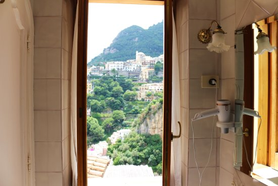 Villa Mary Suites: Spectacular view from the bathroom