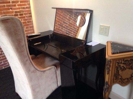Newburyport, Μασαχουσέτη: Vanity inside room