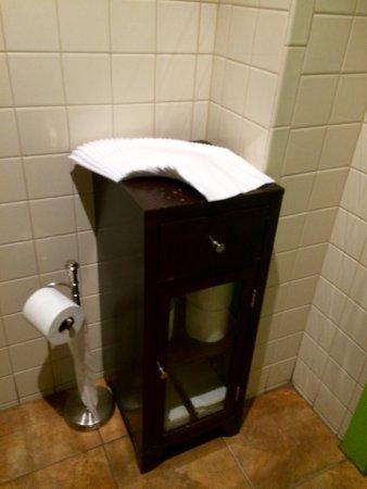 Olio : Ladies restroom