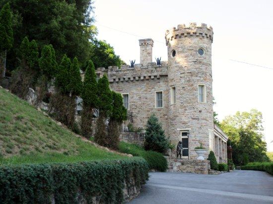 Berkeley Springs, WV: Castle complete with gargoyles