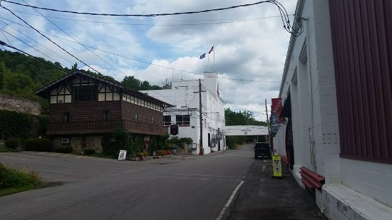 Naples, NY: Tasting rooms are in the chateau-like building on the left.