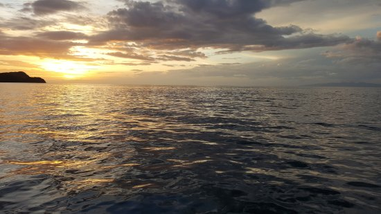 Charlie's Adventure Tours : Sunset from the boat at the end of the trip. AMAZING!!!
