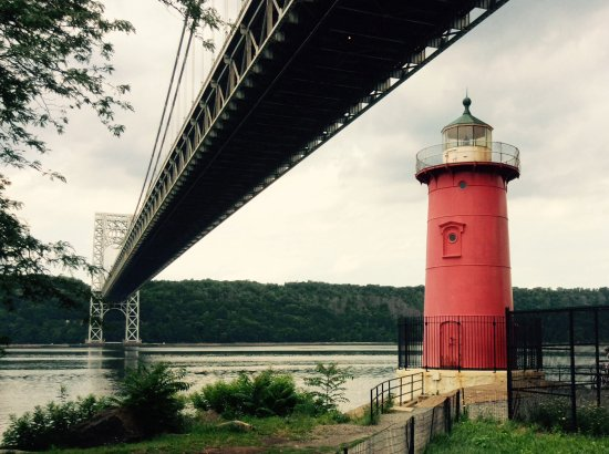 ‪Little Red Lighthouse‬
