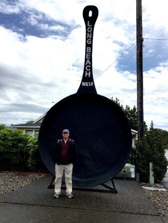 Long Beach : Being a tourist with the worlds largest frying pan