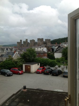 Castle Hotel: Photo of Conwy Castle from our window.