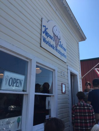 Coupeville, WA: Line out the door