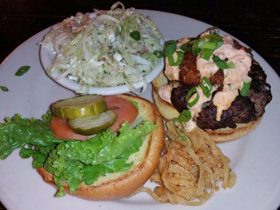 Atlantic Beach, Φλόριντα: Annalbel Lee burger plate with bacon & blue cheese slaw