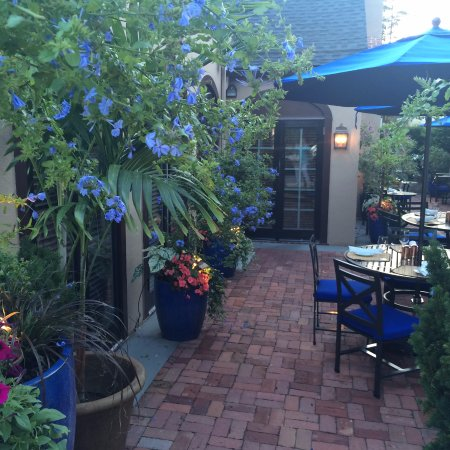 Wayne, PA: Patio dining area (partial view)