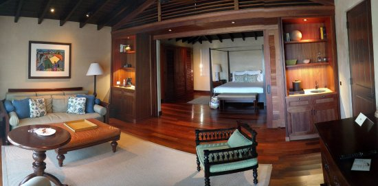 Royal Isabela: Room and Living area