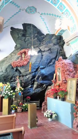 Texcoco, Mexico: Naif virgin chapel embedded in the rock