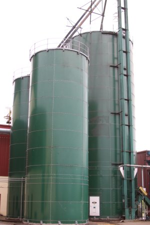 Lawrenceburg, KY: This is where the corn is stored