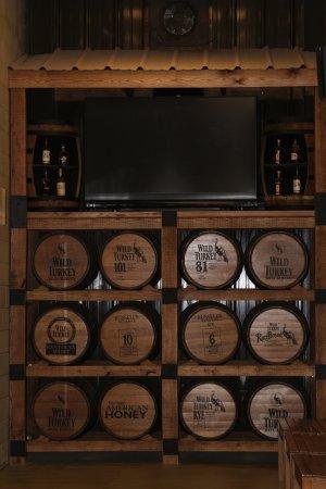Lawrenceburg, KY: tasting room bar