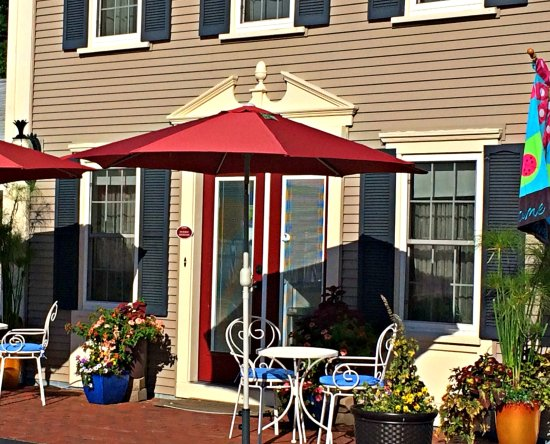 Eagle Wing Inn - Cape Cod: Front Entrance