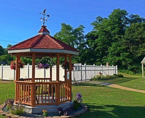 Eagle Wing Inn: Gazebo