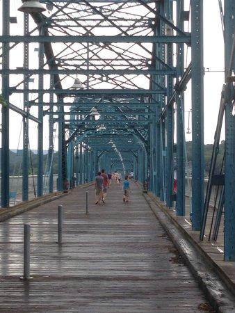 Walnut Street Bridge : photo1.jpg