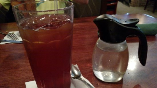 ‪‪Murfreesboro‬, ‪Tennessee‬: Iced Tea served with container of sugar water! ‬