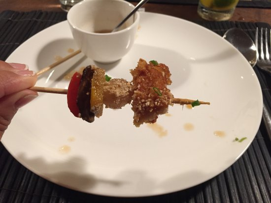 Maret, Thailand: Chicken cashew nut skewers up close and personal