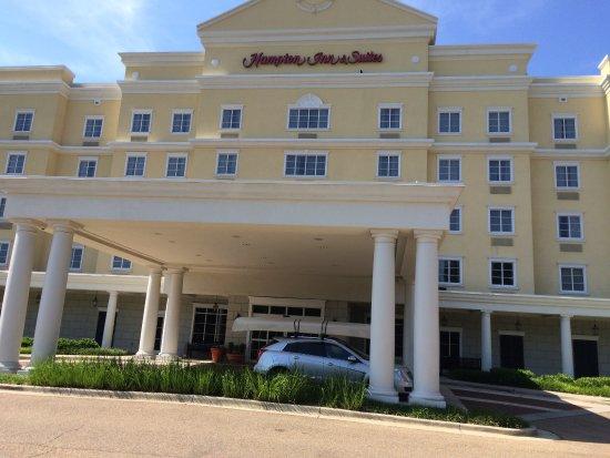 Hampton Inn Vicksburg: Front of Hotel