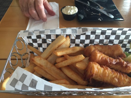 Totem Square Hotel & Marina: Basic fried fish and chips in the restaurant
