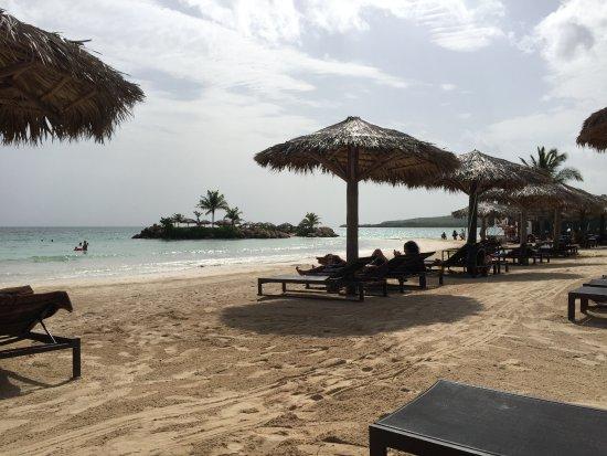 75a22f07c664 La cómoda zona de playa - Picture of Royalton White Sands Resort ...