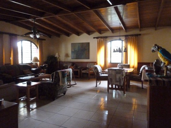 Alegria Bed and Breakfast: Common living and dining room