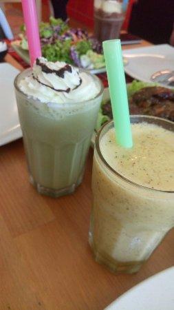 Butterworth, Malásia: Matcha Shake and Ice Blended Mango Paradise