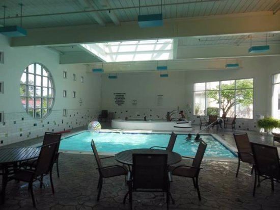 Sunset Hills, MO: Indoor pool and Jacuzzi.