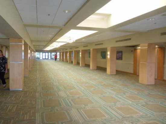 Sunset Hills, MO: Large Convention center with many rooms