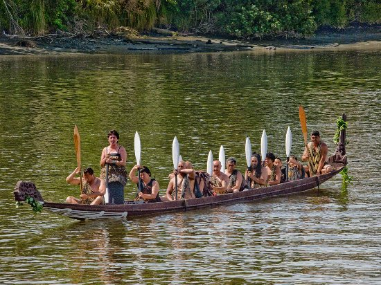 Whanganui New-Zealand Waka On River