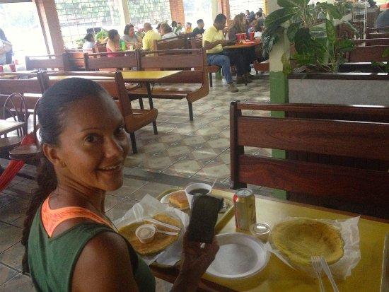 La Garita, كوستاريكا: Excelente lugar para escampar durante un aguacero por la zona y comiendo rico!